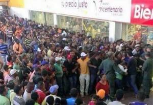 Comprar alimentos en Venezuela no es tan fácil. Hay que hacer largas filas para adquirir los renglones de más uso