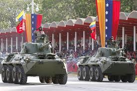 Los militares. Desde que Chávez tomó el poder en 1999 son los que mandan. Lo bueno y malo que haya ocurrido en el país es su culpa o su obra. Más culpa que obra
